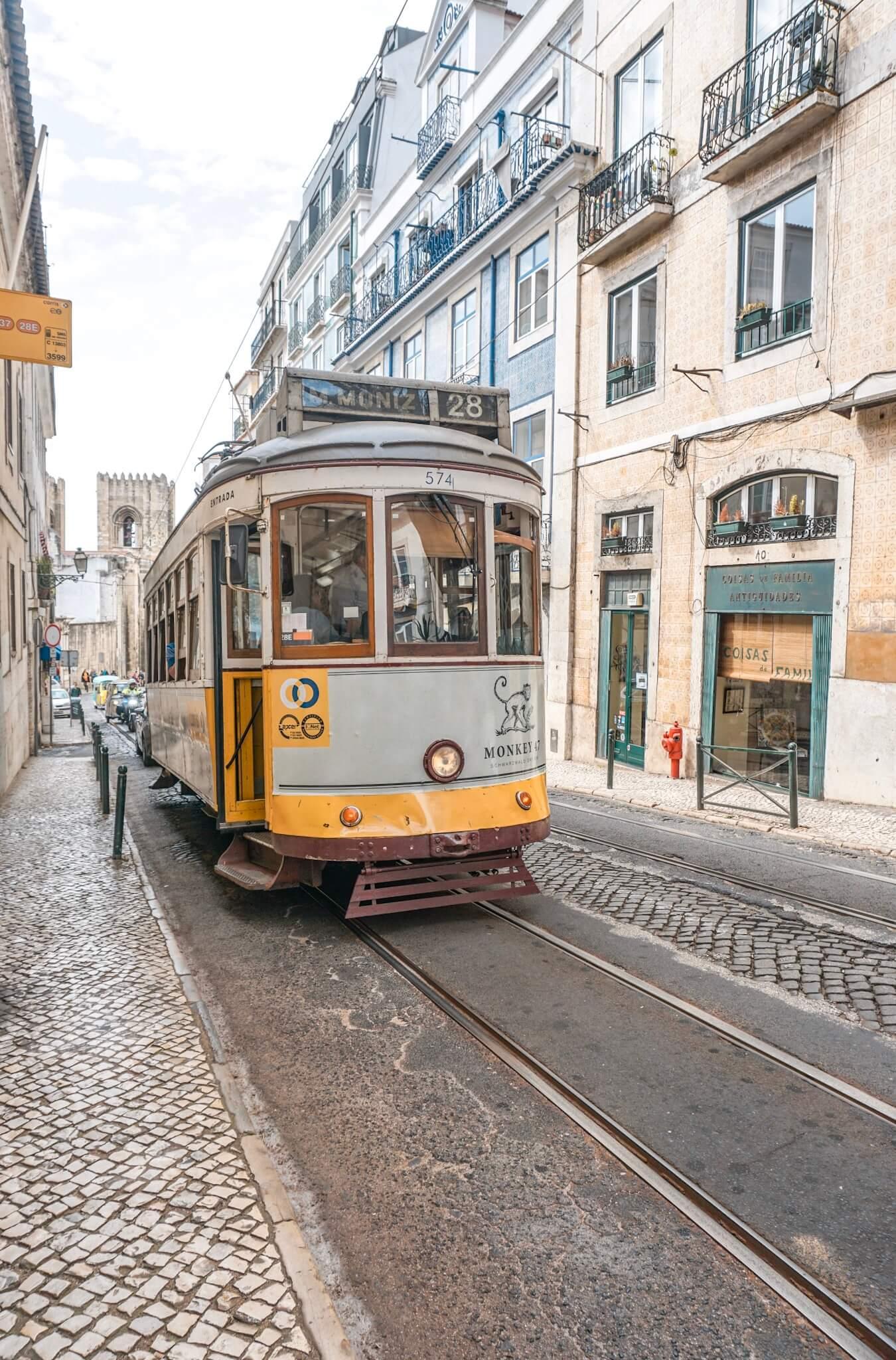 tramway jaune de lisbonne