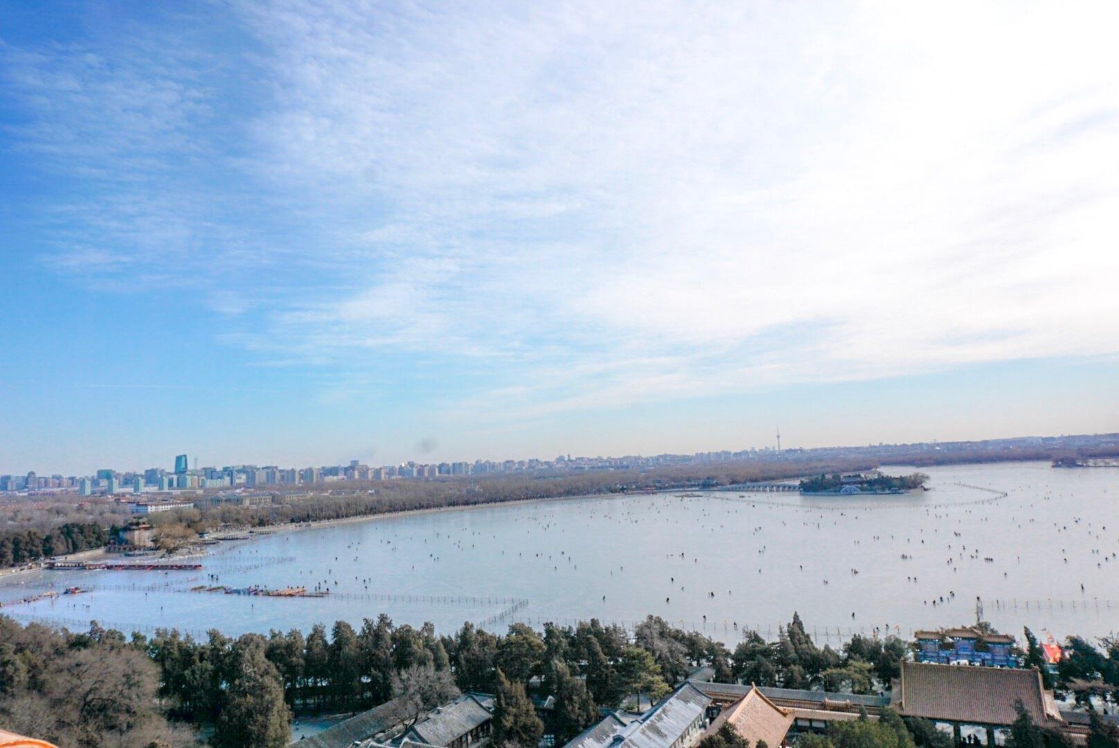 beau point de vue sur le lac du palais d'été pékin