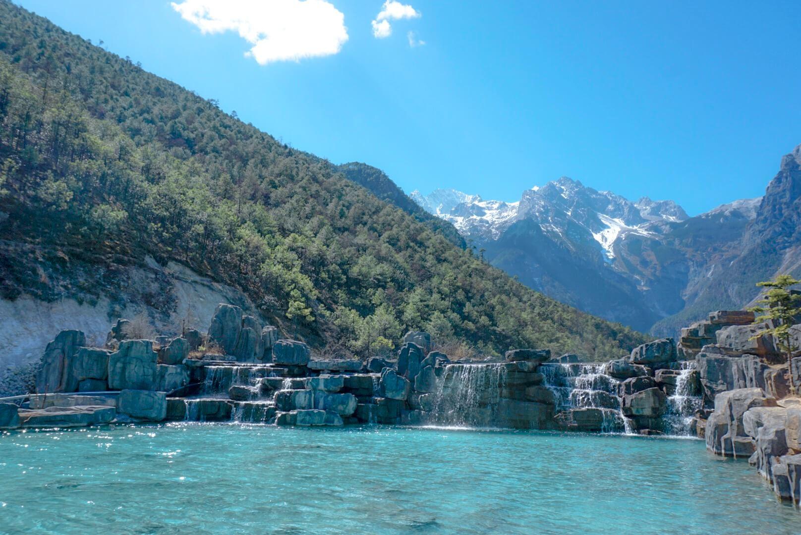 cascades et eau turquoise du lac blue moon valley chine Yunnan blog