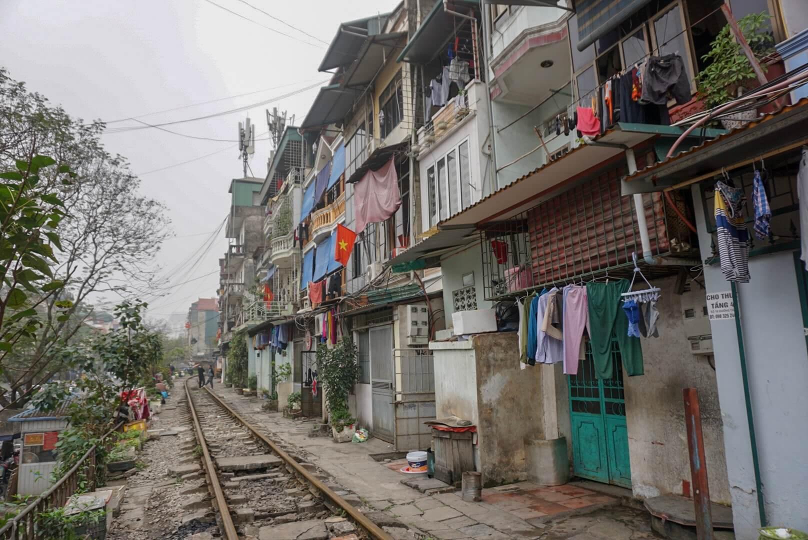 Voie ferrée rue Hanoi Vietnam