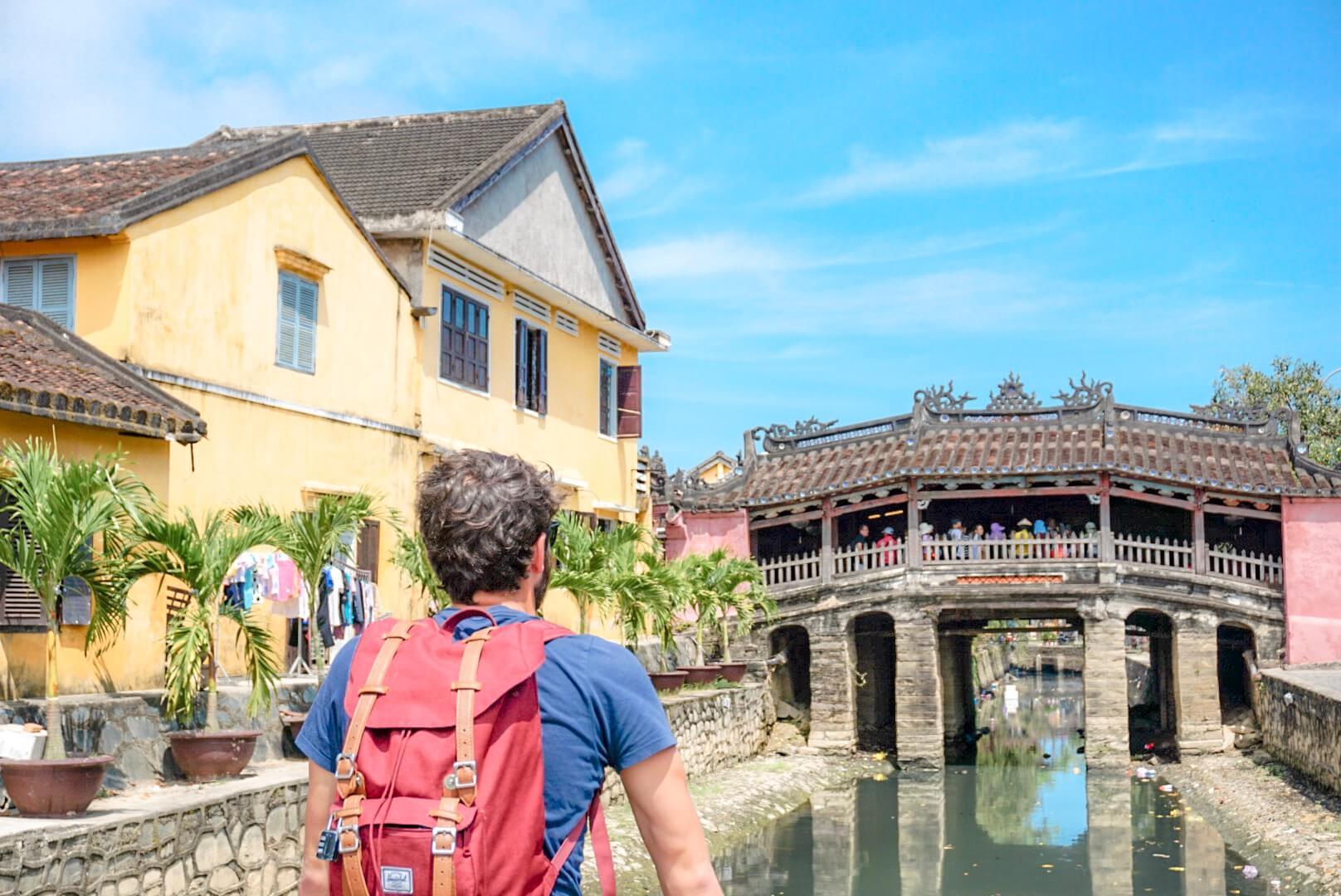 Pont rouge Hoi An Vietnam