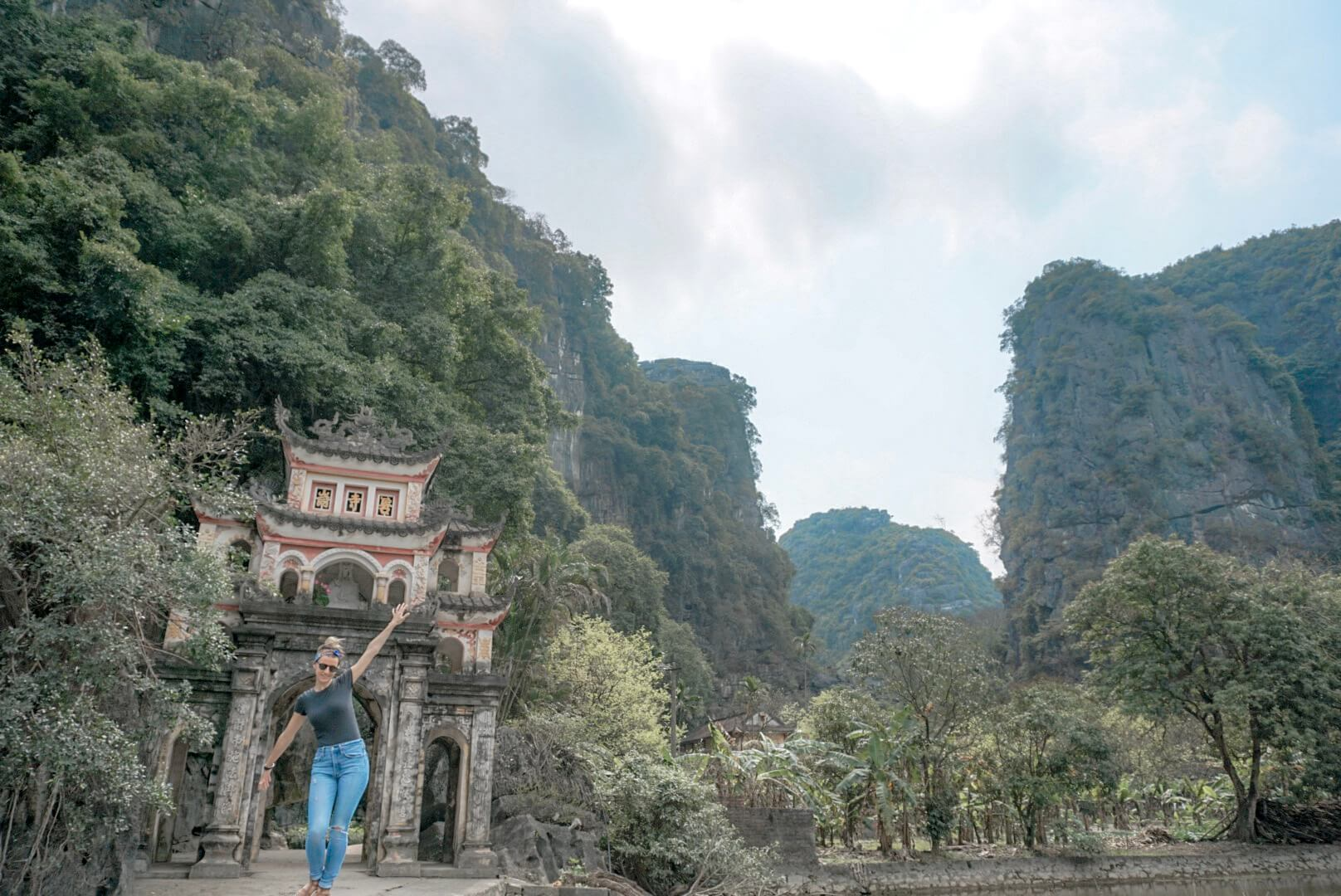 Temple Bich Dong Tam Coc Vietnam
