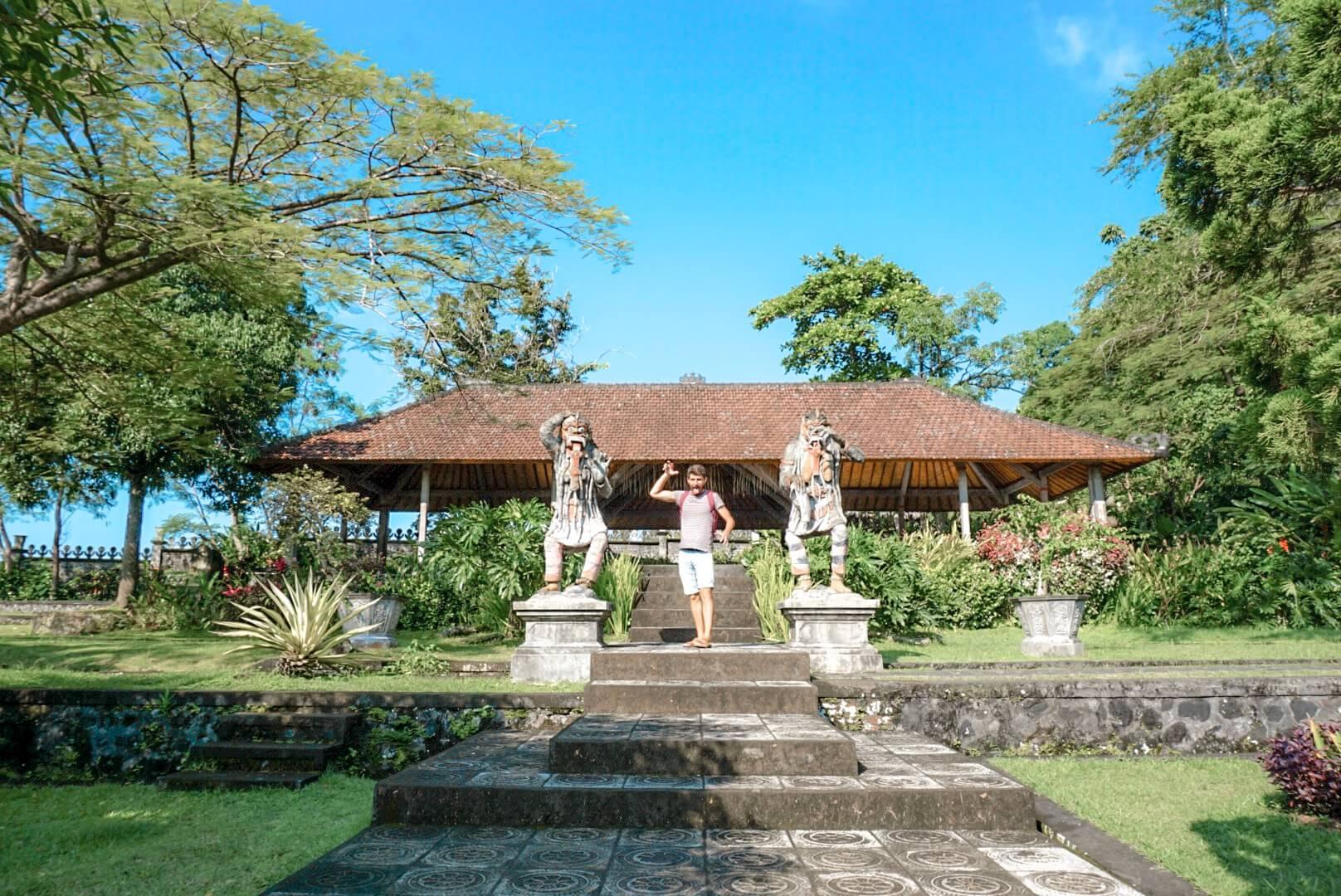 les jardins du temple Tirta Ganga amed Bali