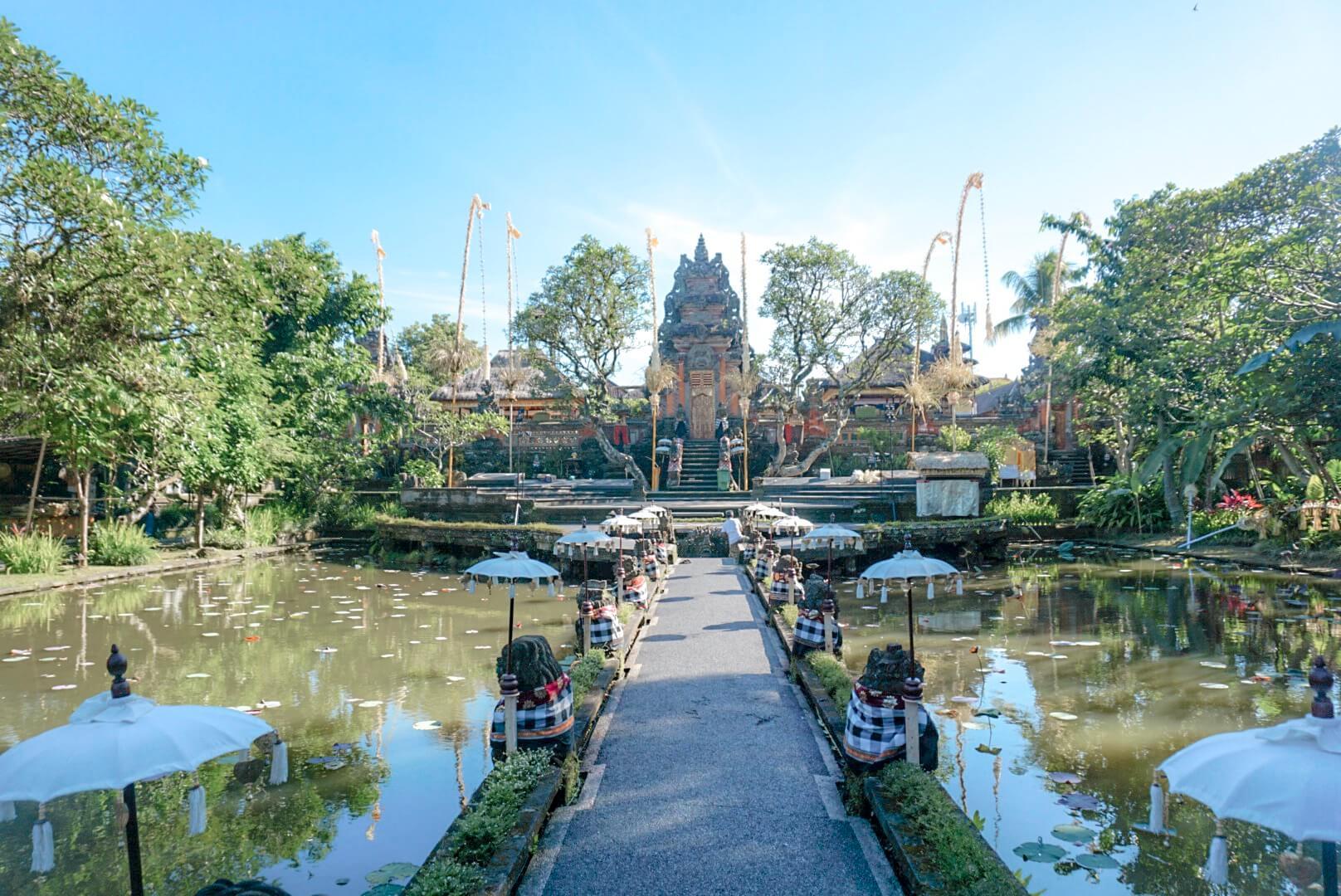 temple saraswati ubud visiter