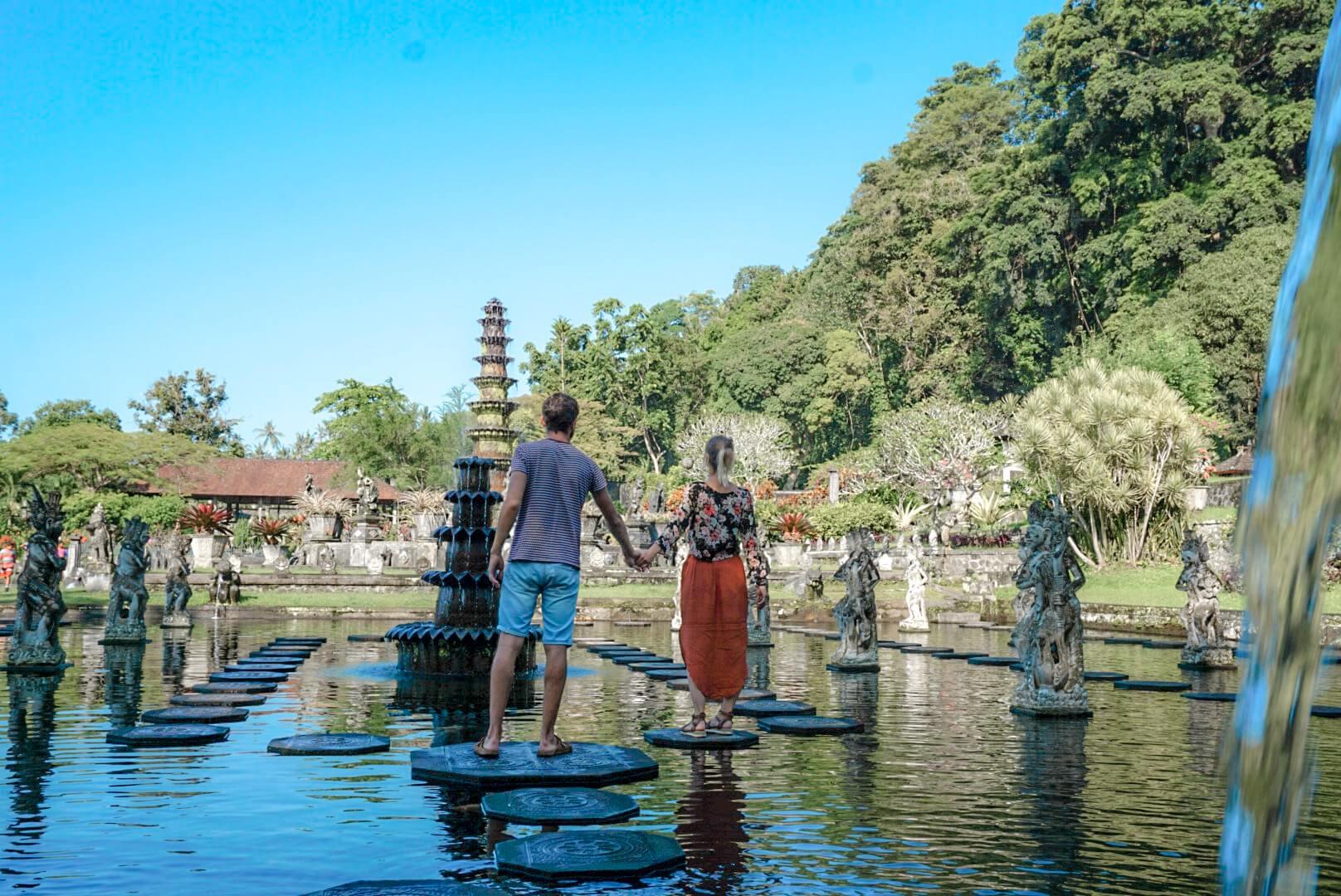 visiter le temple Tirta Ganga depuis Amed en scooter