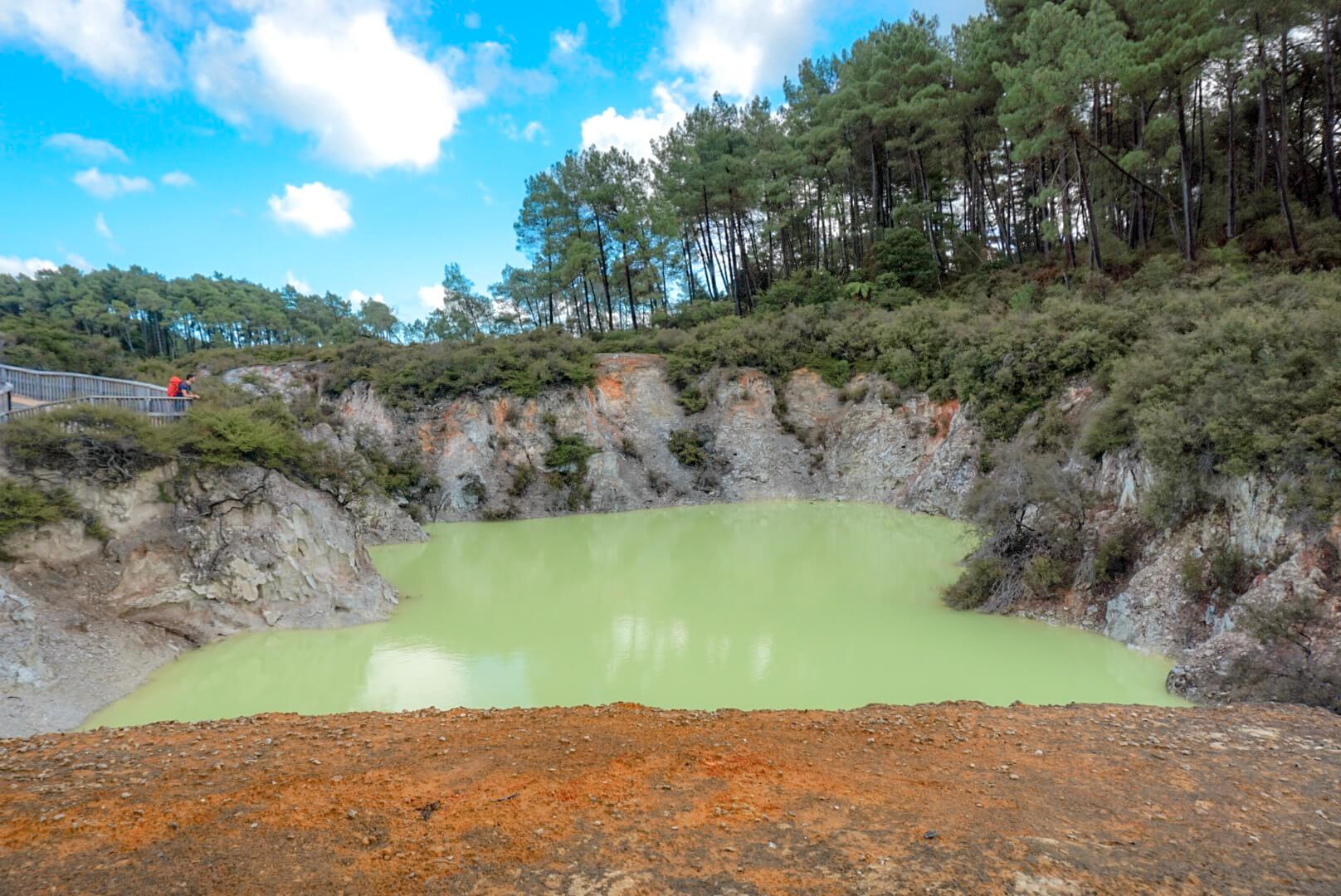 Le bassin vert fluo devil bath wai-o-tapu