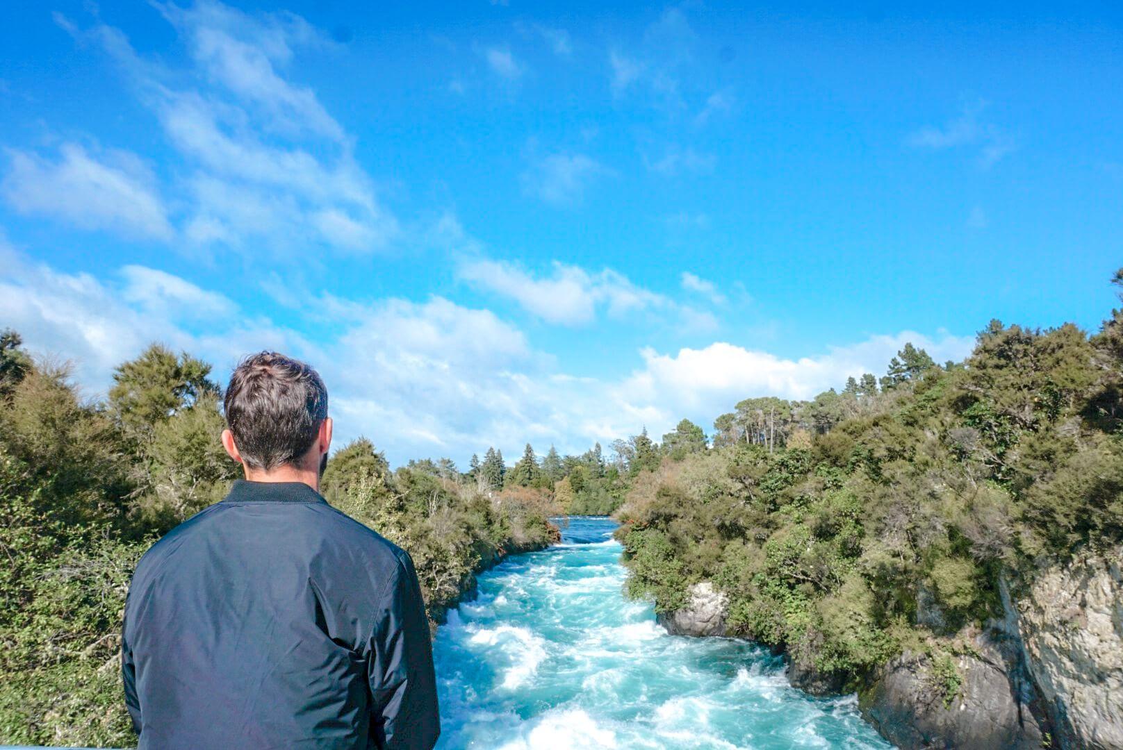 voir le courant depuis le Pont des huka falls rotorua