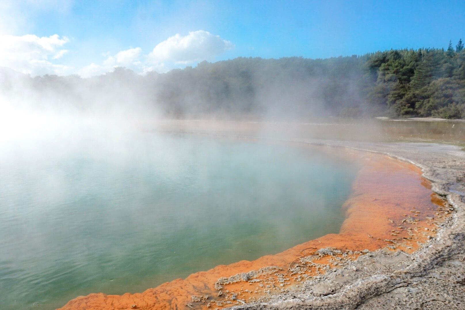 Champagne pool de Wai O Tapu parc géothermique