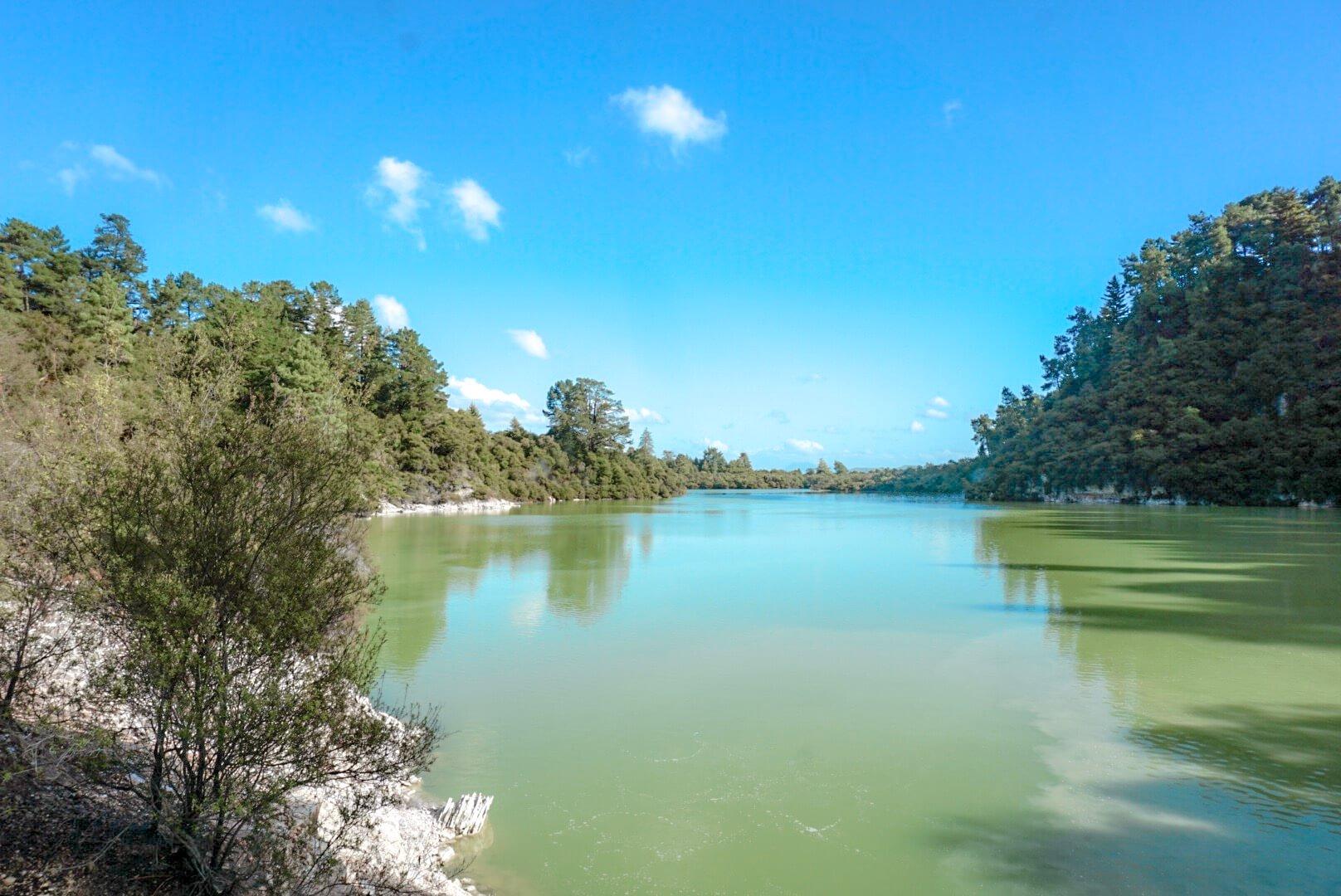 Visiter le circuit du parc wai-o-tapu lac vert