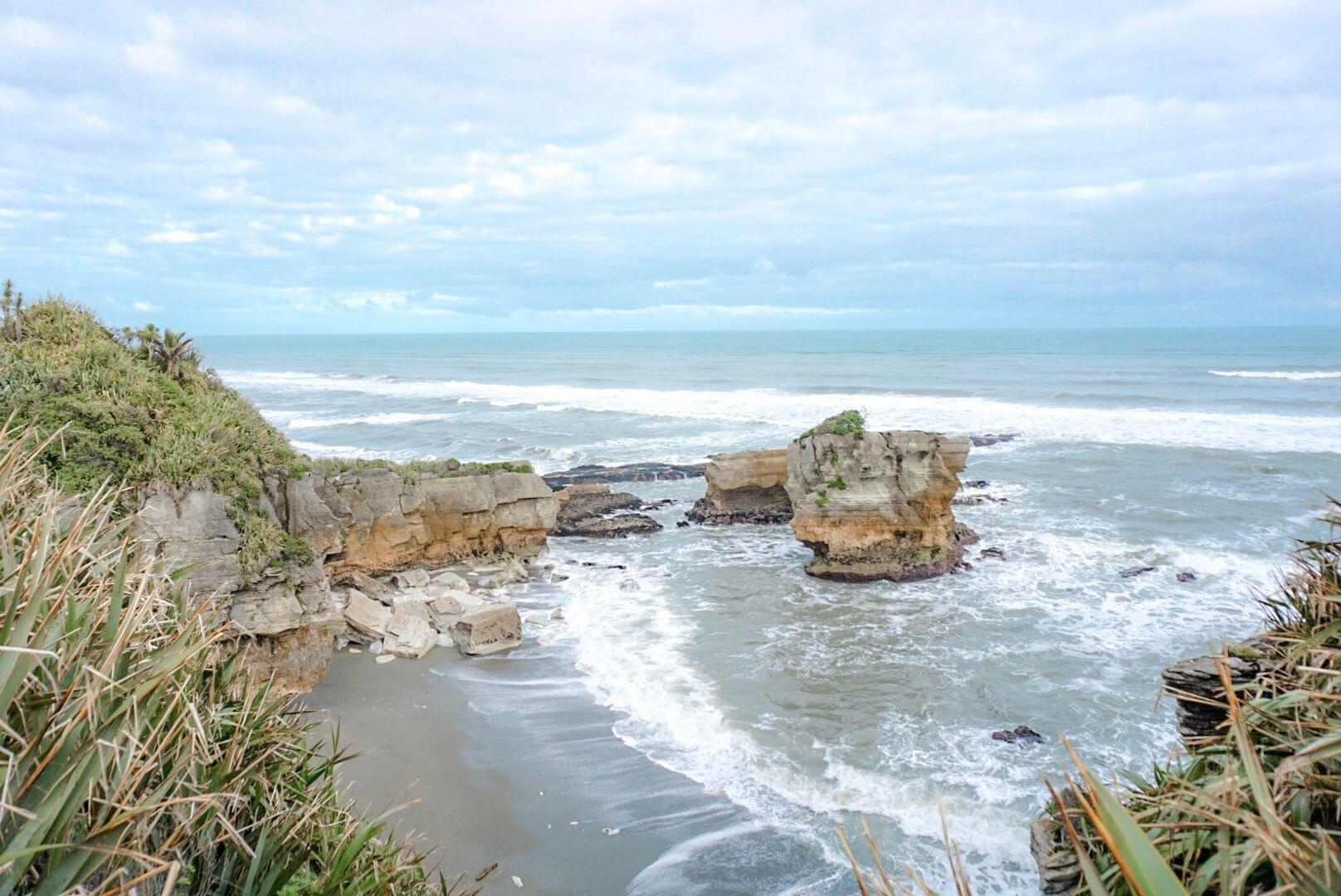 visiter les pancake rocks sur la cote ouest de l'ile du sud de la nouvelle zelande