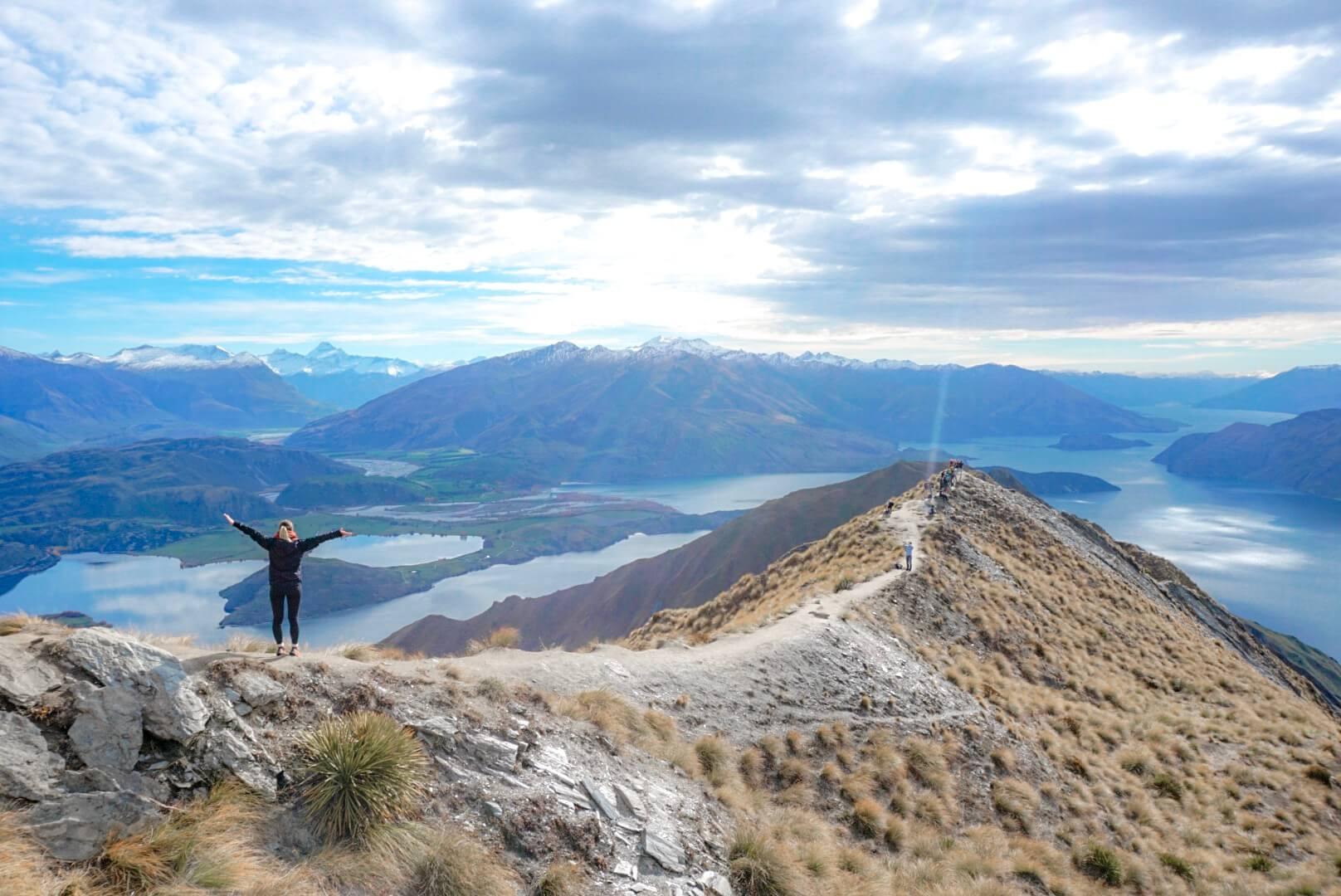 sentier et vue roys peak lac nouvelle zelande