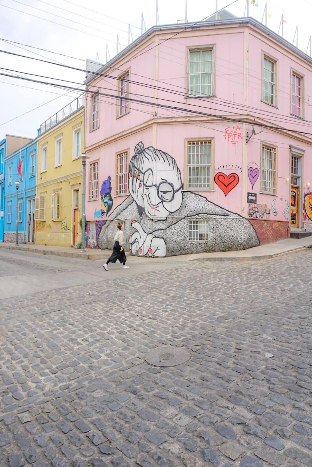 Street art valparaiso mamie