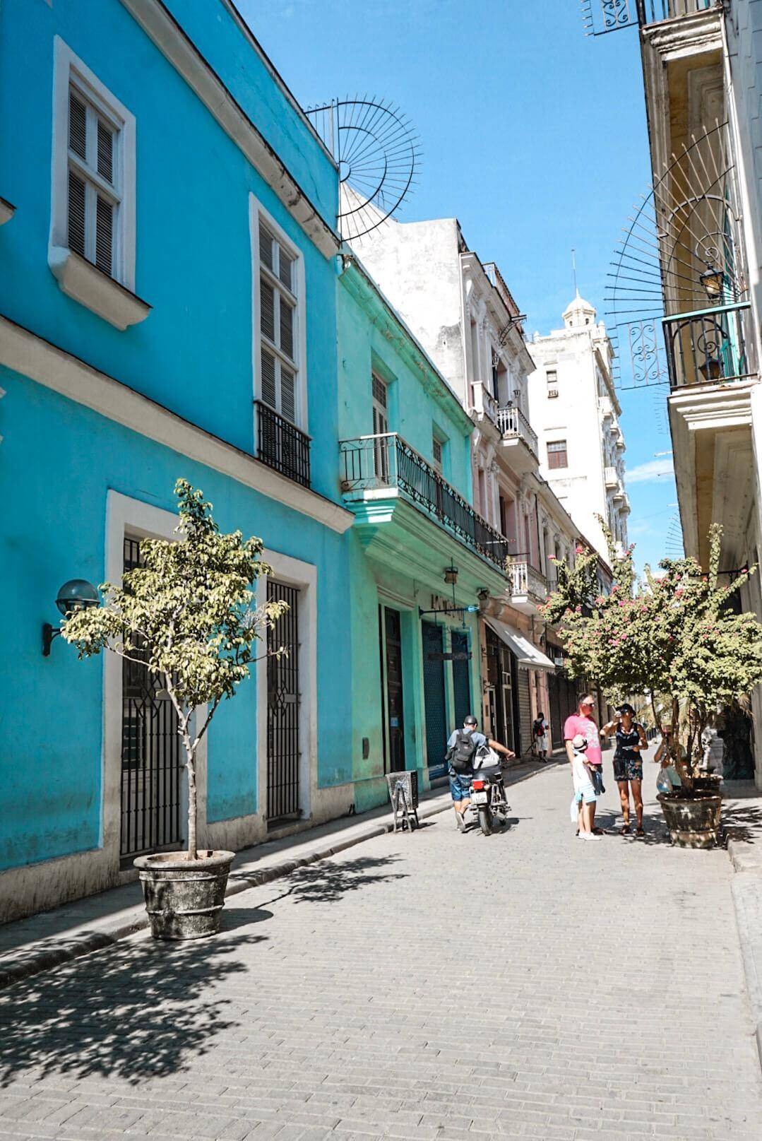 se promener rues colorées de la havane cuba