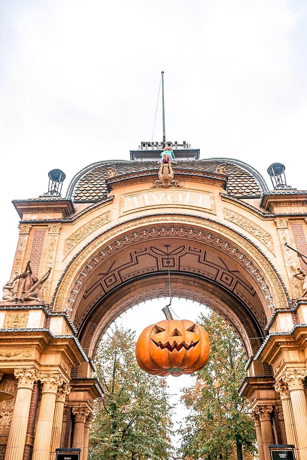 parc tivoli attraction copenhague